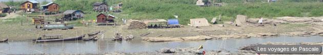 Dures conditions de vie sur les berges du fleuve