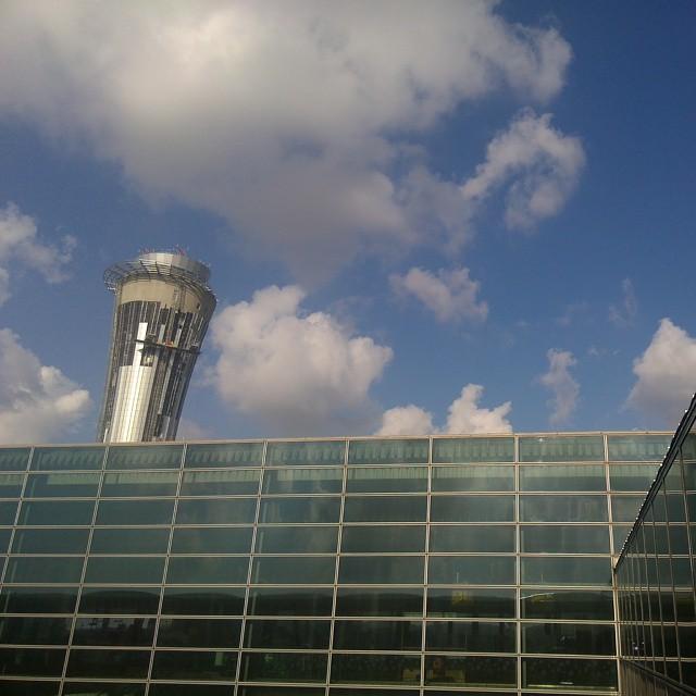 Tel aviv airport... Une heure que j'attends le loueur de voiture...