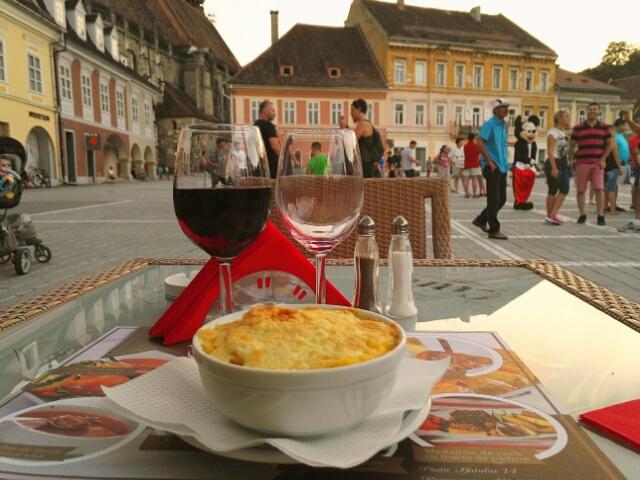 Bulz ciobanesc : polenta, fromage, lard, oeuf